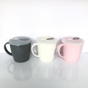 Cốc uống nước có lỗ cắm ống hút nhựa Nhật Bản 300ml (3 màu: xám, trắng, hồng)